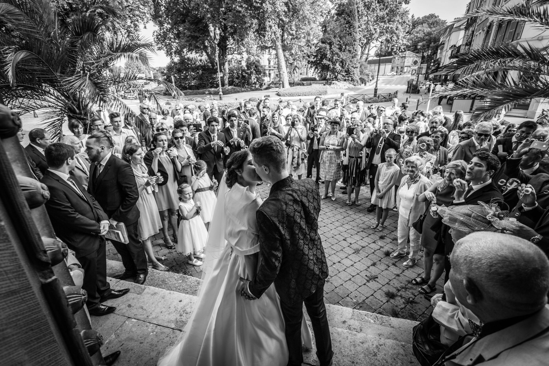 Nice ? Cannes ? Marseille ? eh non, cette très belle photo de sortie d'église lors du mariage de Marie-Pierre & Kevin se passe à Notre Dame d'Epernay